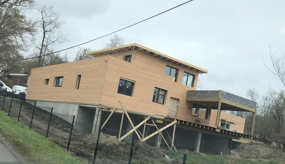 Casa modulara din lemn la Saint Dulou et Cameyrac, Franta
